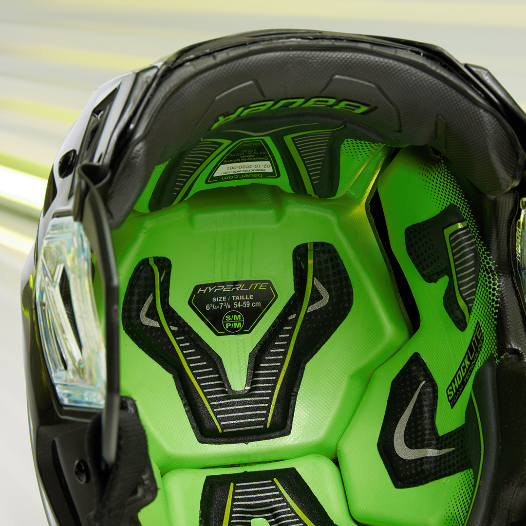 Bauer Vapor Hyperlite helmet